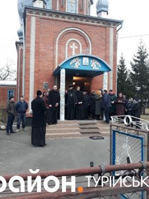 Представники МП заблокували вхід до церкви