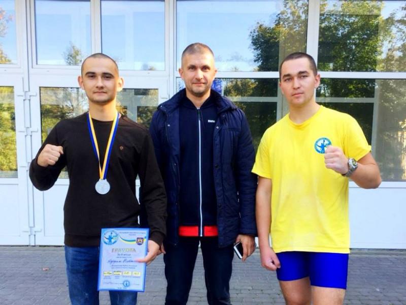Владислав Кудриль (зліва)