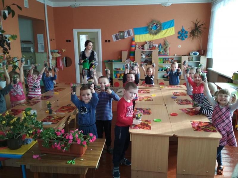 У Лукові дошкільнята торгуватимуть розсадою квітів