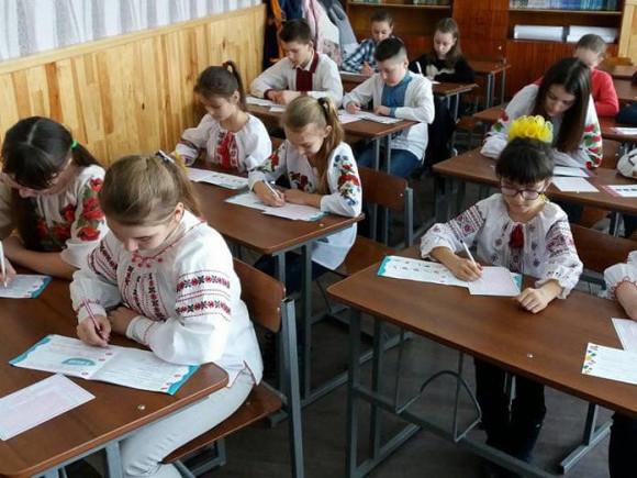 Турійські школярі пишуть інтелектуальну гру «Соняшник»