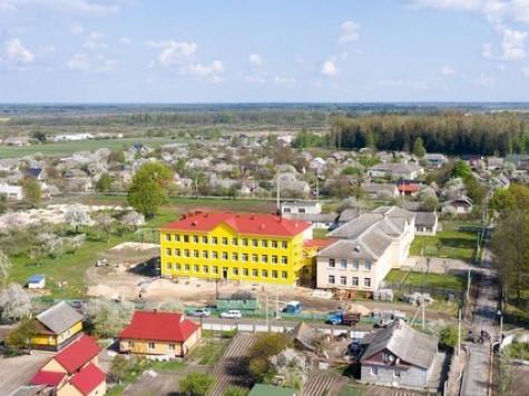Луківська опорна школа з висоти пташиного польоту