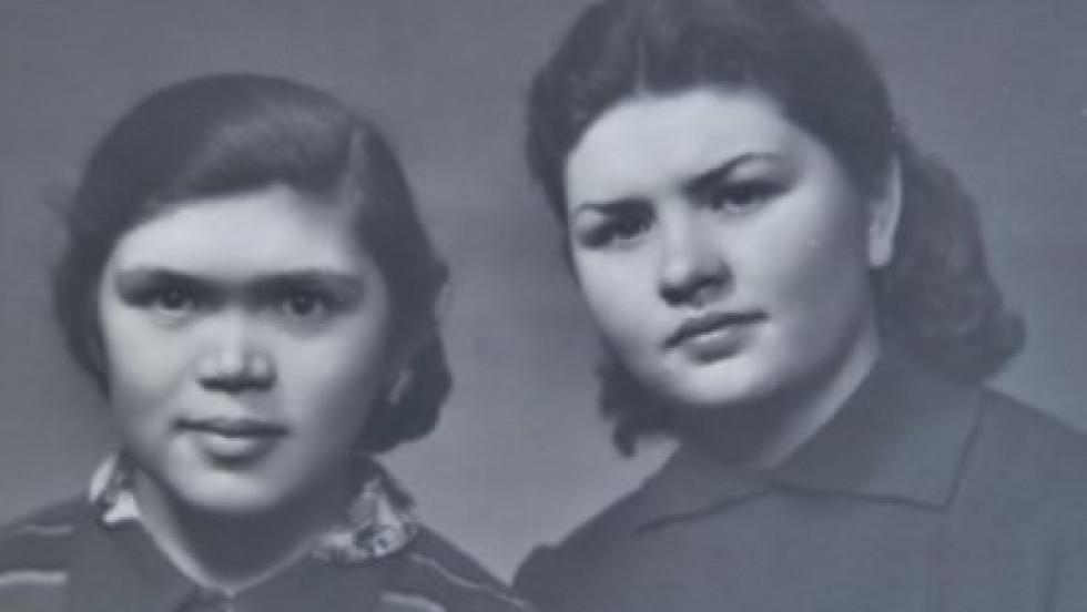 Раїса Мозолевська з сестрою