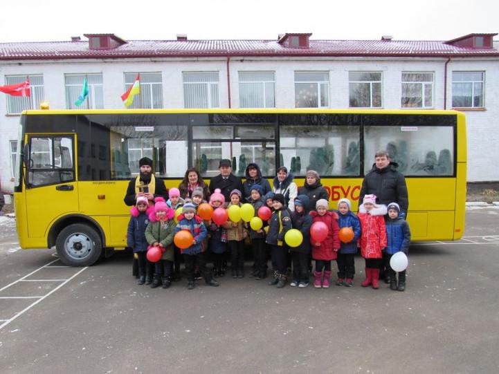Купичів: опорна школа району отримала новий шкільний автобус