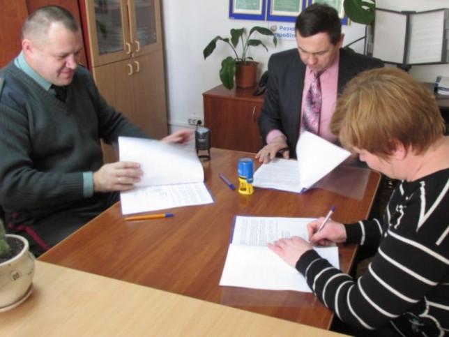 У Турійську підписали меморандум, який надасть більше можливостей працевлаштування людям, які звільнилися із місць позбавлення волі.