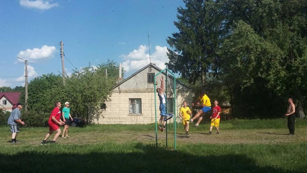 Поліціянти зустрілися на майданчику і провели змагання з волейболу