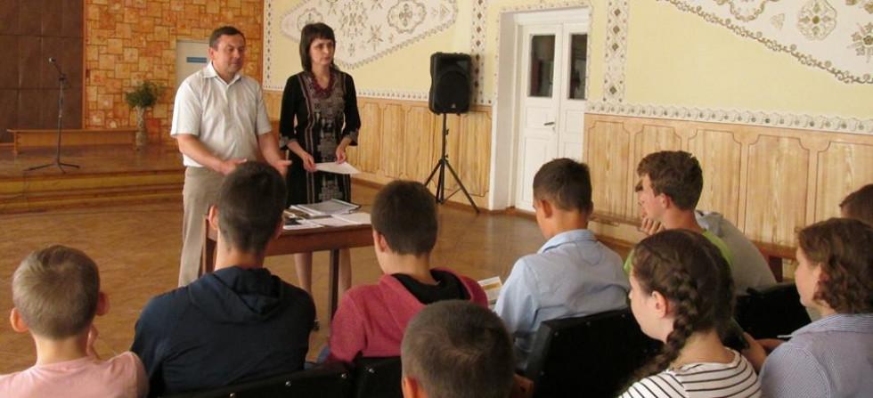 Директор та заступник директора Турійського районного центру зайнятості провели з учнями профінформаційну роботу.