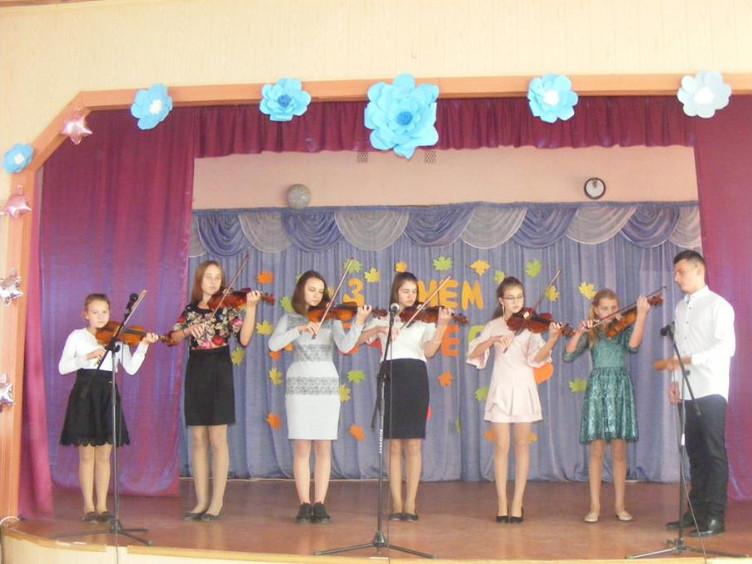 У школі відбувся святковий концерт