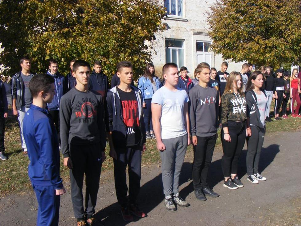 У змаганнях брали участь учні старших класів