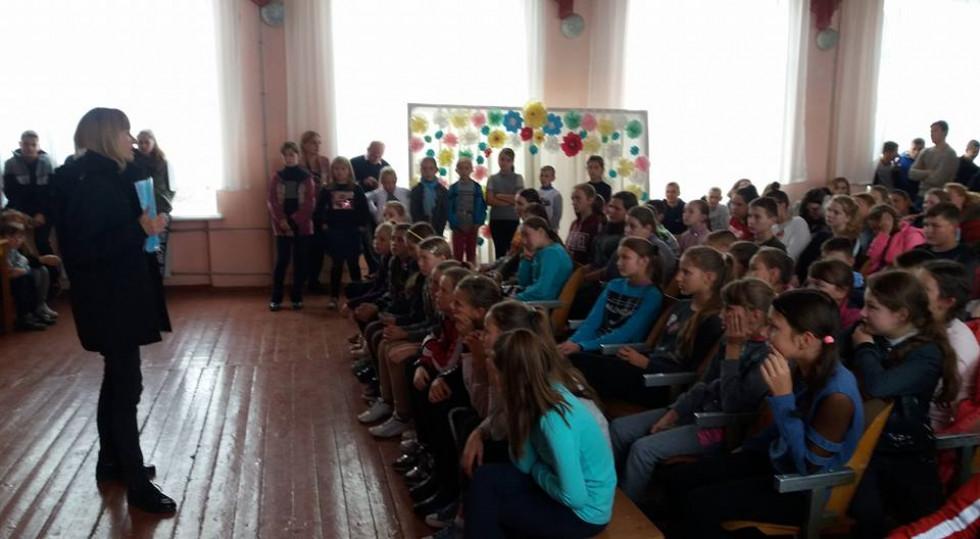 Розмову із дітьми проводила представниця ювенальної превенції Юлія Кабарчук