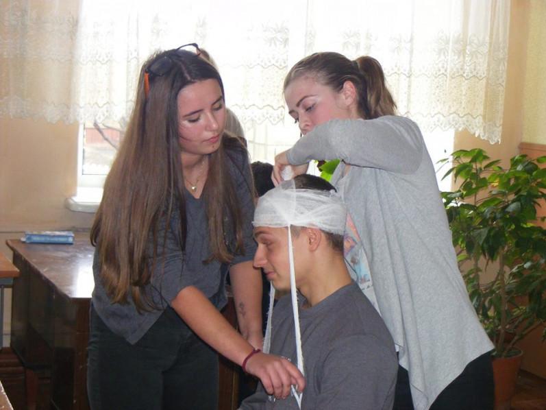 У Турійській школі діти допомагали«потерпілим»
