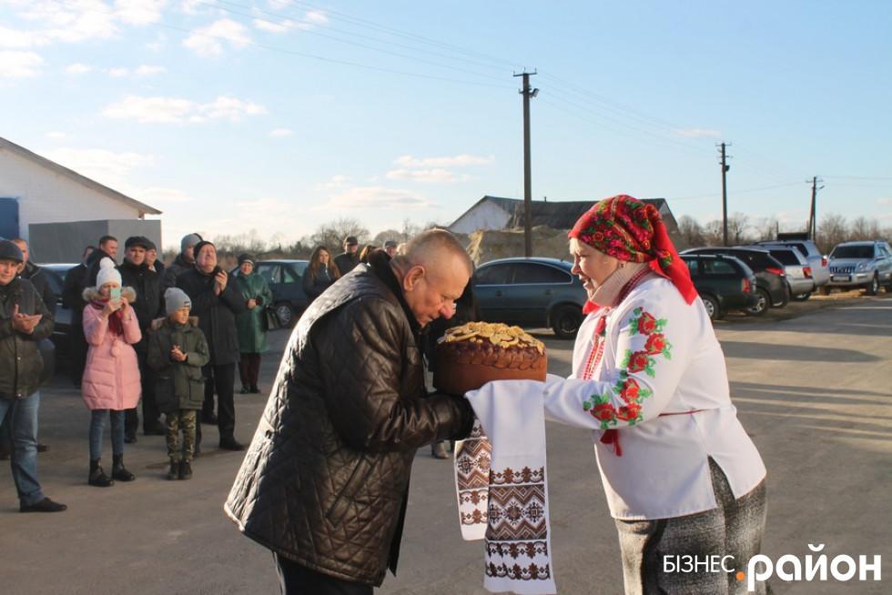 Володимиру Яренчуку подарували коровай