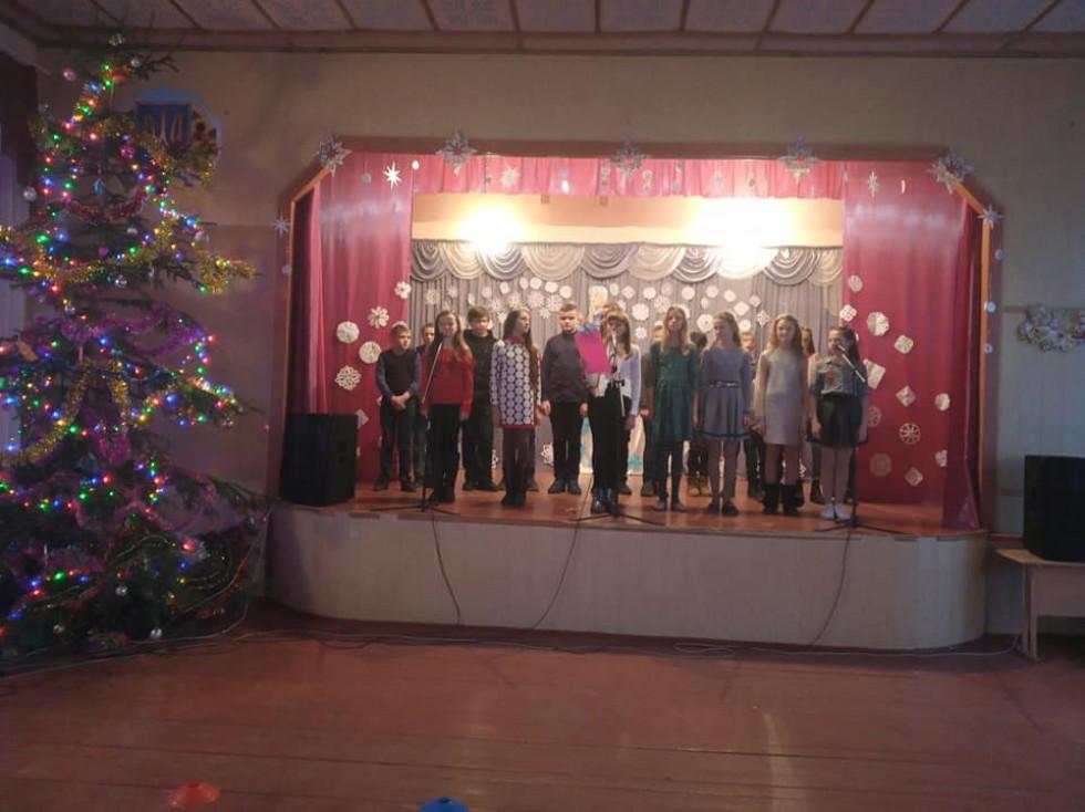 Турійські школярі влаштували новорічний концерт