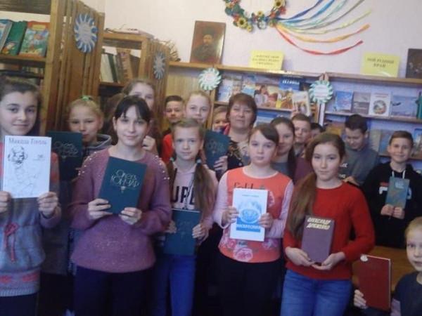 Вихованці Турійської школи подарували бібліотеці свої книжки
