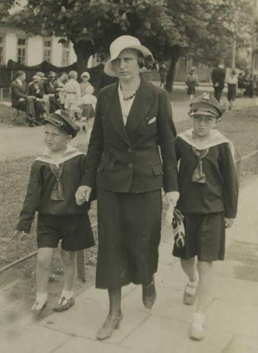 Так одягались діти після Першої світової війни