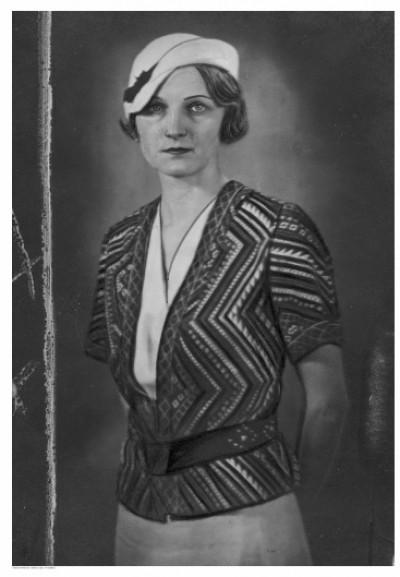Знайшли фото модної колекції одягу міжвоєнного періоду, який оздобили волинськими візерунками