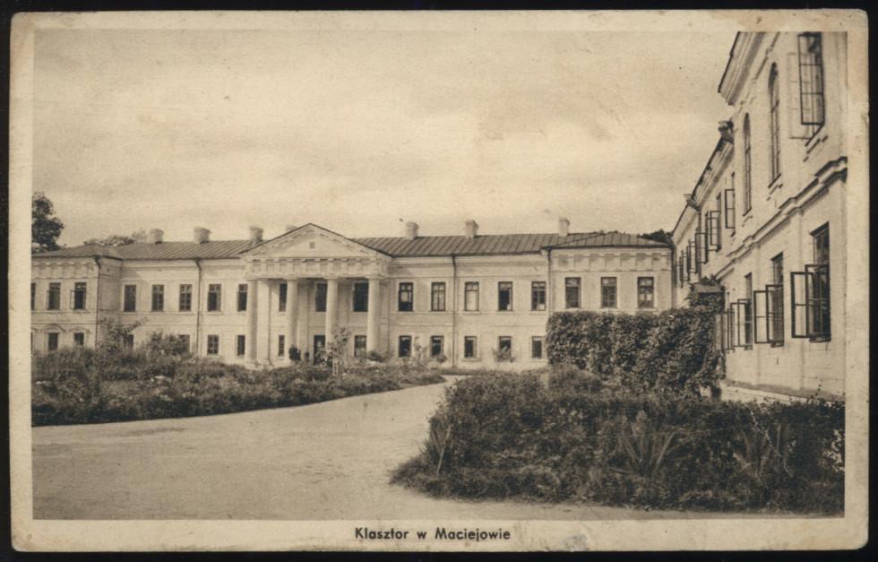 Палац на поштовій листівці міжвоєння. Зображення з Національної бібліотеки Польщі