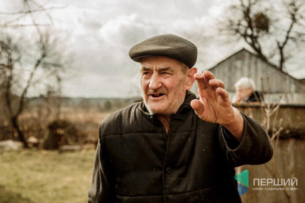 Веніамін Пирожик живе по сусідству з обійстям Мотрі Ковалюк. Про могилу у дворі – знає...