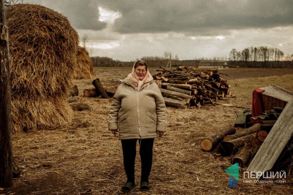 Євку Сачан малою баба Мотря просила прибирати на могилі...